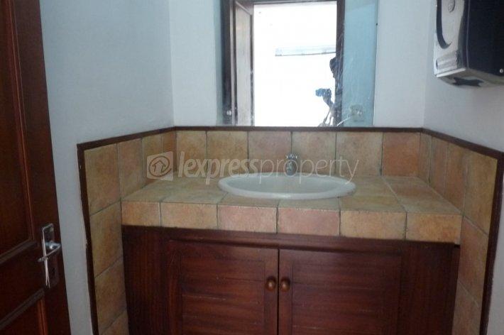 bureaux commerces location grand baie 43 000 rupees lexpress property. Black Bedroom Furniture Sets. Home Design Ideas