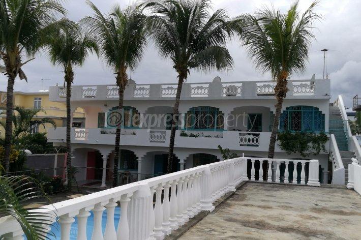 Maison villa achat vente flic en flac 15 000 000 for Chauffe piscine express