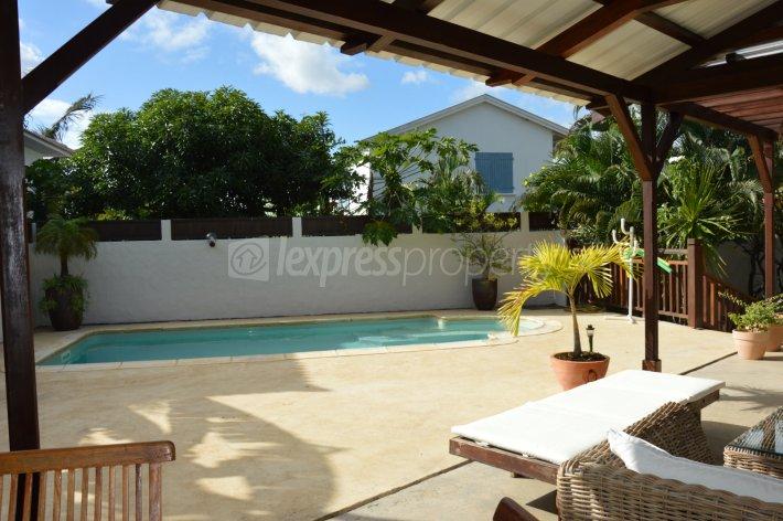 Maison villa achat vente rivi re noire 14 000 000 for Chauffe piscine express