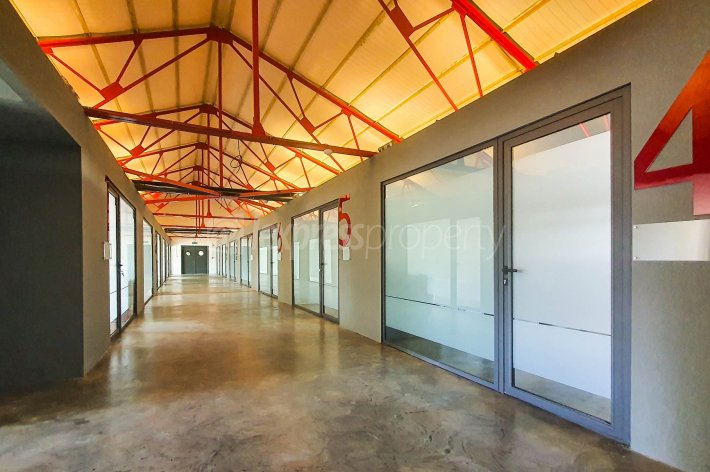 Offices & Commercial Spaces - 27 m² - Image 2